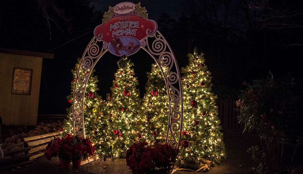 Christmas Pictures at Dollywood