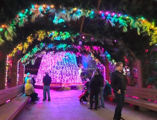 How To Get in the Holiday Spirit at Dollywood