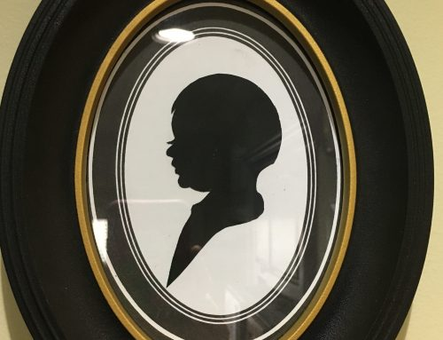 Unique Gift Alert: A Silhouette From Dollywood!